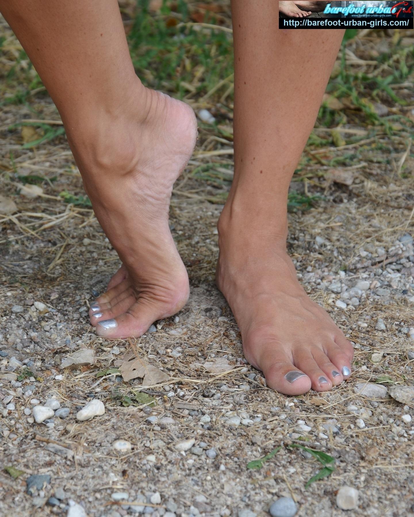 http://barefoot-urban-girls.com/free/pics/20181006074840_30839/demo0002.jpg