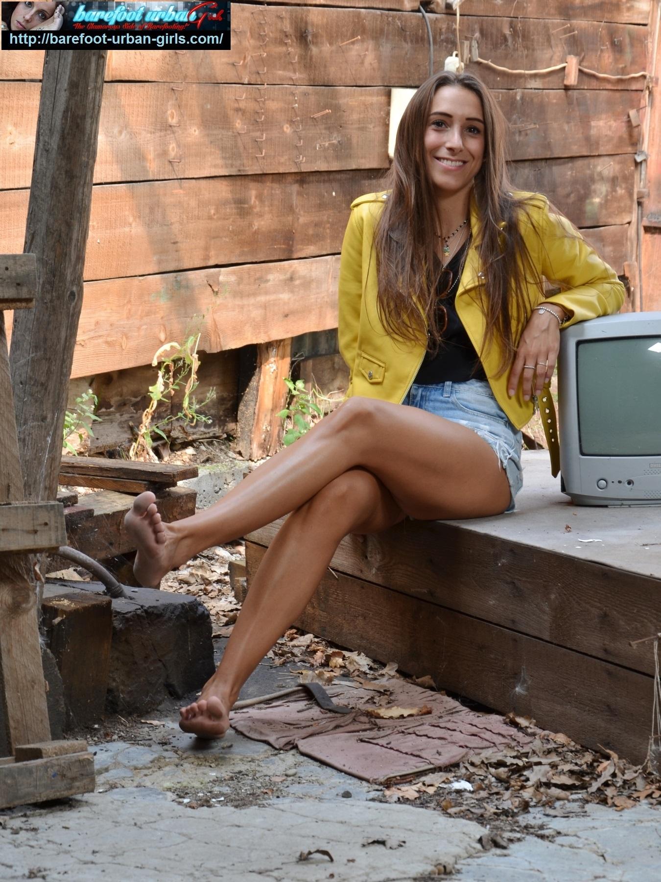 Beautiful barefoot latina in her city - 4   Feet File