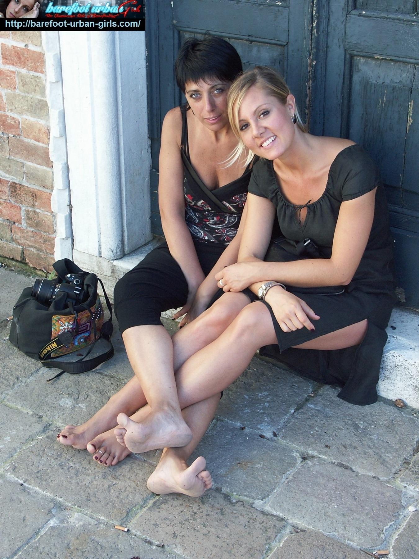 Foot Fetish Forum: AMANDA & VIOLACEA: barefooting in cold